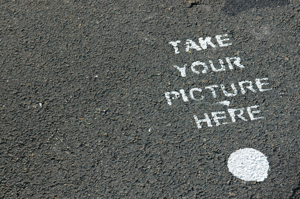 Take your picture here - Graffiti in der Hafencity